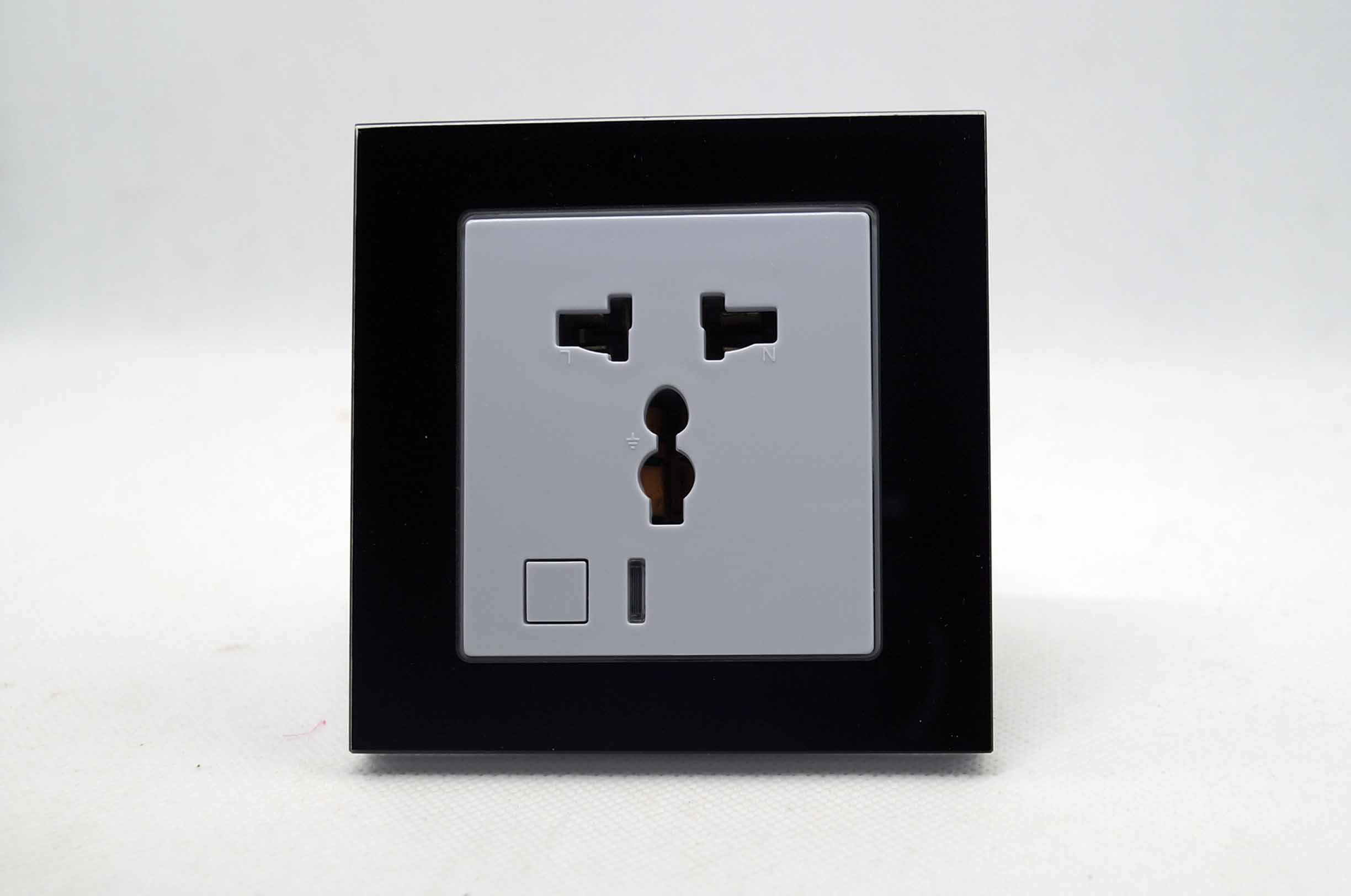 Smart Standalone 1 Zone Wifi Socket. Black